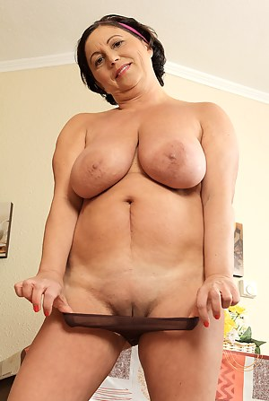 Big Tits Shaved Pussy Porn Pictures